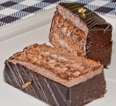 bolo-com-mousse-de-chocolate-confeitare