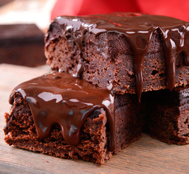 brownie-com-cobertura-de-chocolate