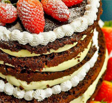Bolo Pelado (Naked Cake)