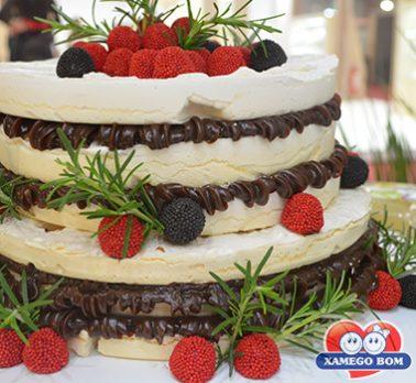 Naked Cake de Suspiro e Brigadeiro