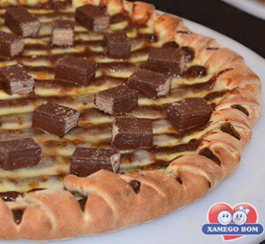 Pizza de Brigadeiro, Catupiry e Biscoito Wafer