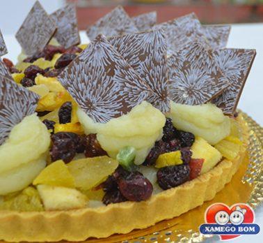 Torta de Beijinho e Frutas Cristalizadas