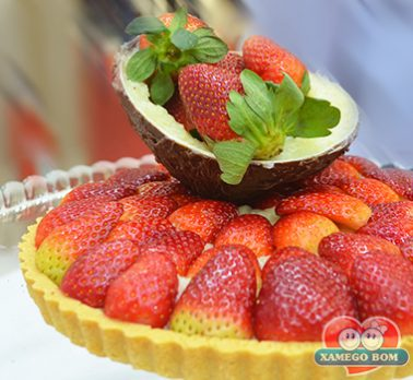 Torta de Coco Cremoso e Morango