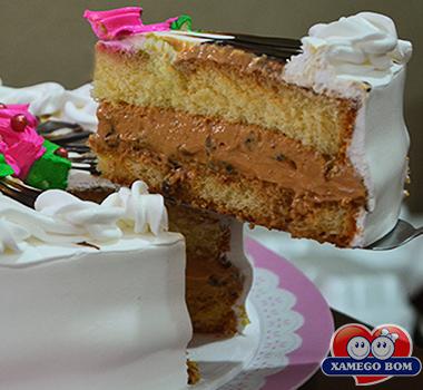 bolo-de-doce-de-leite-com-ameixa-01