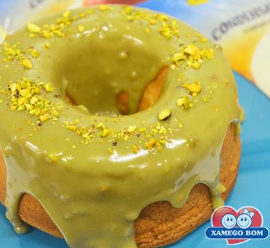 bolo-de-laranja-com-calda-de-pistache-01
