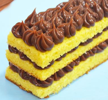 bolo-de-milho-com-doce-de-leite-e-chocolate-pastoso