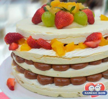 Naked Cake de Brigadeiro e Frutas