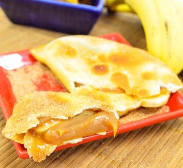 Pastel de Banana com Doce de Leite