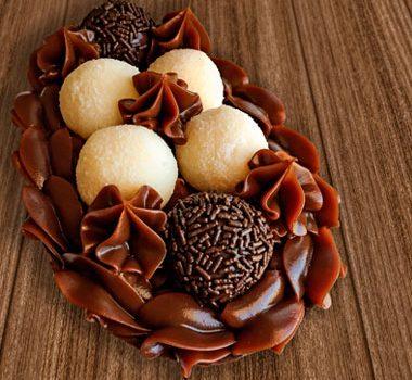 Ovo de Colher Recheado de Chocolate, Brigadeiro e Beijinho